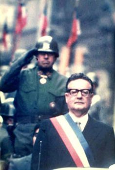 General Pinochet saluting Salvador Allende, Salvador would be overthrown by the fool behind him Southampton, Victor Jara, Military Dictatorship, Military Coup, The Time Machine, Fidel Castro, Political Figures, Political Issues, Special People