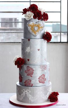 Gorgeous wedding cake idea; via Floral Cakes by Jessica MV