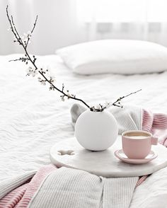 Home Interior Decoration Pink Cup by Catherine Lovatt for Serax Cute Home Decor, Home Decor Kitchen, Unique Home Decor, Cheap Home Decor, Home Decoration, Minimalist Home Interior, Minimalist Decor, Home Interior Design, Grey Throw Blanket