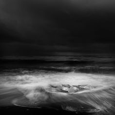andy lee iceland 1 Breathtaking Black And White Photos Of Icelandic Landscapes