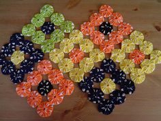 Crochet table runner hexagon ideas for 2019 Quilting Projects, Sewing Projects, Craft Projects, Quilting Ideas, Crochet Table Runner, Quilted Table Runners, Yo Yo Quilt, Table Toppers, Fabric Scraps