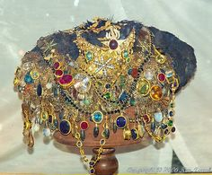 Dripping with jewels! Crown Jewels Ternate Indonesia: Sultan's crown jewels at the palace. Royal Crown Jewels, Royal Crowns, Royal Tiaras, Royal Jewelry, Tiaras And Crowns, Gems And Minerals, Swagg, Antique Jewelry, Vintage Jewelry