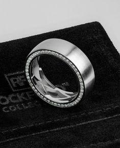 Alianças de Casamento 2019: todas as dicas para escolher a sua! Unusual Wedding Rings, Gold Wedding Rings, Wedding Rings For Women, Rose Gold Engagement Ring, Wedding Men, Wedding Quotes, Solitaire Engagement, Gold Ring, Wedding Jewelry
