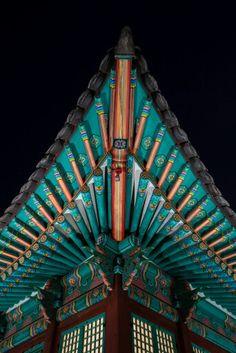 China Architecture, Beautiful Architecture, Architecture Details, Aesthetic Korea, Creepy Images, South Korea Seoul, Roof Detail, Korean Art, Chinese Art