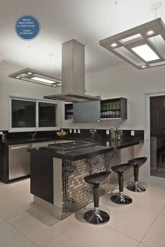 Browse photos of Small kitchen designs. Discover inspiration for your Small kitchen remodel or upgrade with ideas for organization, layout and decor. Kitchen Design Small, Kitchen Cabinet Design, Home, Kitchen Remodel, Kitchen Decor, Kitchen Furniture Design, Home Kitchens, Modern Kitchen Design, Kitchen Design