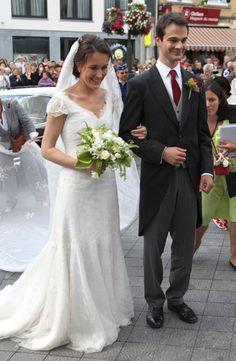 2011 - Countess Helene d'Udekem d'Acoz, sister of Princess Mathilde of Belgium and Baron Nicolas Janssen wed on 11 June 2011 at the Eglise Saint Pierre in Bastogne Belgium. Royal Wedding Gowns, Modest Wedding Gowns, Royal Weddings, Wedding Bride, Wedding Styles, Wedding Photos, Adele, Royal Theme, Royal Brides