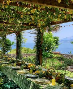 ( ・・・ ( ・・・ Heavenly alfresco dining at the sea 🍋 🍃🍋 🍃🍋 🍃 Amalfi, The Places Youll Go, Places To See, Travel Photographie, Trellis Design, Al Fresco Dining, Deco Table, Travel Aesthetic, Italy Travel