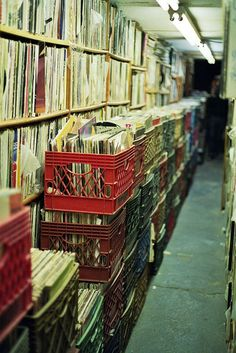 Image discovered by Find images and videos about vintage, retro and vinyl on We Heart It - the app to get lost in what you love. Vinyl Record Store, Vinyl Records, House Music, Music Is Life, Idaho, Vinyl Storage, Vinyl Junkies, Dj Equipment, Record Players