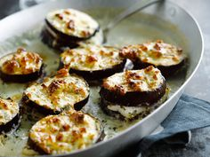 Découvrez la recette Aubergines au roquefort sur cuisineactuelle.fr.