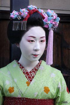 Mameteru (now retired) as minarai of Gion Kobu
