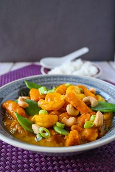 sia´s soulfood foodblog: Kürbis-Garnelen-Curry mit Cashew-Topping