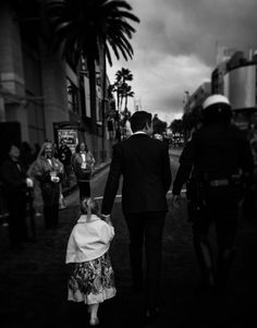 Ava got to have her moment with dad on the red carpet, too…   Jeremy Renner High-Fiving His Daughter At The Oscars Will Make Your Ovaries Explode