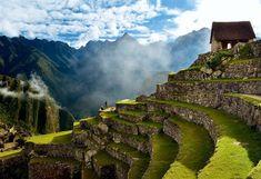 La visita a las ruinas  Machu Picchu estaba dividida por sectores según su función. En la imagen, bancales de cultivo bajo la llamada Casa del Cuidador.