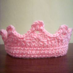 Beautiful Crochet CrownThis crochet pattern / tutorial is available for free...  Full Post: Beautiful Crochet Crown