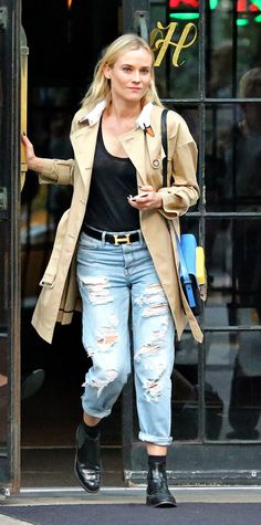 Diane Kruger in ripped jeans and trench coat Diane Kruger, Ripped Denim, Distressed Denim, Levis Jeans, Boyfriend Jeans, Looks Style, My Style, Style Star, French Style