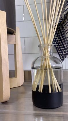 How To Make An Essential Oil Reed Diffuser Embellished with Plasti Dip Diffuser Diy, Reed Diffuser Oil, Diffuser Sticks, Essential Oil Diffuser, Homemade Reed Diffuser, Diffuser Blends, Diy Crafts For Home Decor, Craft Room Decor, Diy Crafts Hacks