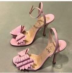 Dr Shoes, Pink Shoes, Me Too Shoes, Shoes Heels, Flats, Louboutin Shoes, Pretty Shoes, Beautiful Shoes, Cute Shoes