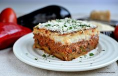 felie de musaca greceasca cu vinete cartofi carne rosii What's For Breakfast, Lunches And Dinners, Meatloaf, Lasagna, Coco, Quiche, Food And Drink, Easy Meals, Dinner Recipes