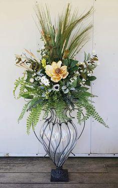 Faux Flower Arrangements, Table Arrangements, Faux Flowers, Silk Flowers, Vintage Table Centerpieces, Flower Decorations, Floral Wedding, Floral Design, Bouquet