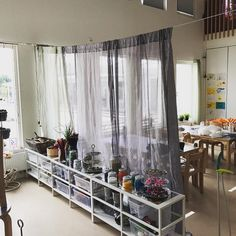 Vi har utvecklat vår ateljé för att få den mer inbjudande och inspirerande! #reggioinspiration #dehundraspråken #inspiration #lärmiljöer… Classroom Setting, Classroom Design, Reggio Emilia Classroom, Working With Children, Eyfs, Creative Kids, Crafts For Kids, Preschool, Indoor