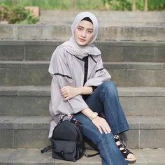 Amy (@helminursifah) • Instagram photos and videos Modest Fashion, Hijab Fashion, Simple Hijab, Hijab Stile, Chic Outfits, Muslim, Amy, Poses, Suits