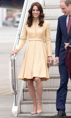Kate Middleton's Best Looks Kate Middleton in an Emilia Wickstead dress and L. Kate Middleton Outfits, Looks Kate Middleton, Estilo Kate Middleton, Kate Middleton Fashion, Royal Fashion, Fashion Photo, Pantyhosed Legs, Herzogin Von Cambridge, Prince William And Kate