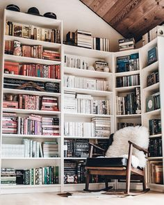 33 Cool Teenage Boy Room Decor Ideas - The Trending House Home Library Design, House Design, Beige Living Rooms, Home Libraries, Boys Room Decor, Reading Nook, Reading Habits, Home And Living, Room Inspiration