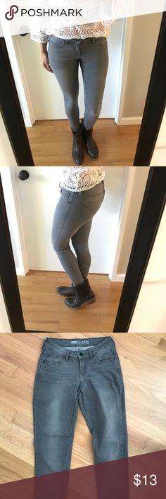 Old Navy grey Rockstar skinny jeans Wardrobe staple! Soft stretch cotton blend, Matte black hardware, skinny ankle. Like new condition! Old Navy Jeans Skinny