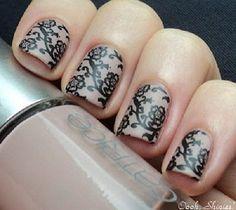 Idea decoración de uñas para novia, encaje de flores sobre nude