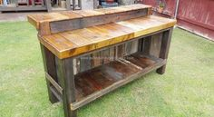 This long durable bar table is especially designed keeping in view several perspectives of the venue. So we have plans to bring this wood bar table to home by recycling it with the wooden pallet. Yes this is the inspiration of the day. Make your own bar at your very own house with pallet wood and you do not need to go anywhere at all when you would be having all the facilities right at your home.