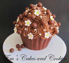 """Chocolate Lover's Mega Cupcake voor m'n eigen verjaardag :-) (Pagina 1) - 3D taarten - Het """"DeLeuksteTaarten"""" - forum"""