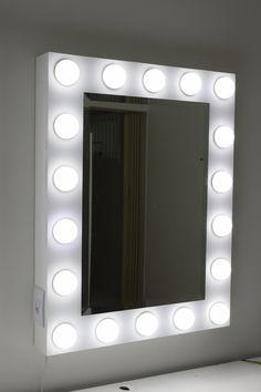 lindo espelho camarim e maquiagem com luzes de led bulbo