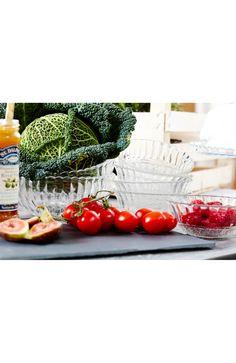 Małe szklane miski z ozdobnym wzorem. Sprzedawane w kompletach po 6 sztuk. 49 zł na http://www.halens.pl/dom-kuchnia-zastawa-stoowa-inne-29951/miska-multipack-573638?variantId=573638-0339&imageId=397636