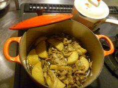 【ル・クルーゼ公式Twitterから】今夜はルクルーゼちゃんで、豚バラ大根をコトコト煮ております。 pic.twitter.com/EMnIgyoZ