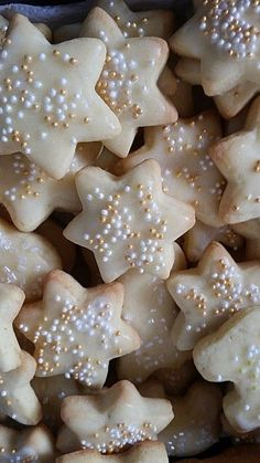 Zitronenplätzchen Lemon cookies, a very nice recipe from the category biscuits & cookies. Christmas Desserts, Christmas Treats, Christmas Baking, Christmas Cookies, No Bake Chocolate Desserts, Lemon Desserts, No Bake Desserts, Lemon Cookies, Sugar Cookies