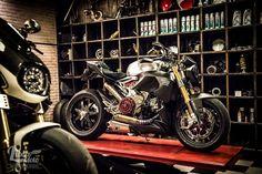 RocketGarage Cafe Racer: Libero Moto Motorcycle Studio