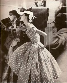 Barbara Mullen, photo by Lillian Bassman for Harper's Bazaar, Apr. Moda Vintage, Vintage Mode, Retro Vintage, Vintage Style, Vintage Images, Vintage Inspired, Vintage Glamour, Vintage Beauty, Fifties Fashion
