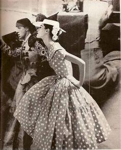 Barbara Mullen, photo by Lillian Bassman for Harper's Bazaar, Apr. Moda Vintage, 50s Vintage, Vintage Glamour, Vintage Beauty, Vintage Dresses, Vintage Outfits, Vintage Style, Vintage Images, Vintage Inspired
