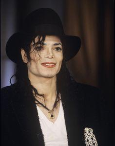 So lovely ♥❤️♥ Michael Jackson Smooth Criminal, Michael Jackson Born, Jackson Life, Jackson Family, Mj Dangerous, Barbara Walters, Michael Jackson Wallpaper, American Singers, Beautiful Men