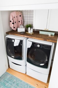 Sugar & Cloth proves a tight laundry room (or closet) can still be functional and pretty. Maximize Small Space, Small Space Solutions, Small Spaces, Laundry Closet Makeover, New Washer And Dryer, Clever Design, Storage Spaces, Home Appliances, Laundry Rooms