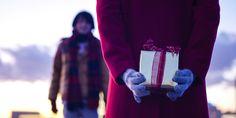 In #Japan sind #Gastgeschenke gern gesehen! #Reise-Knigge © shutterstock Japan, Sweaters, Fashion, Guest Gifts, Viajes, Moda, Fashion Styles, Sweater, Fashion Illustrations