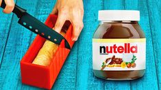 Delicious chocolate hacks and Nutella recipes Do you have a sweet tooth for chocolates? Well, in this video I show you how to get chocolat. Snacks Diy, Quick Snacks, Yummy Snacks, Delicious Desserts, Snack Recipes, Nutella Snacks, Marshmallows, Kulcha Recipe, Protein Mug Cakes
