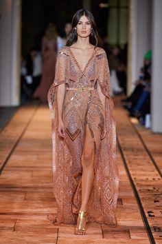 Apr 2020 - The complete Zuhair Murad Spring 2020 Couture fashion show now on Vogue Runway. Women's Dresses, Elegant Dresses, Pretty Dresses, Beautiful Dresses, Evening Dresses, Fashion Dresses, Beautiful Models, Moda Fashion, Runway Fashion