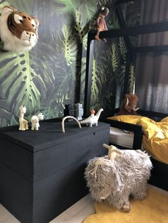 42 Fascinating Shared Kids Room Design Ideas - Planning a kid's bedroom design can be a lot of fun. It can also be a daunting task as you tackle the issue of storage and making things easy to clean. Jungle Theme Rooms, Jungle Bedroom, Baby Bedroom, Kids Bedroom, Jungle Kids Rooms, Jungle Nursery, Childrens Bedroom, Bedroom Themes, Bedroom Decor