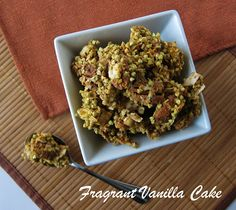 Raw Carrot Cake Granola from Fragrant Vanilla Cake, high fat, but a nice treat for that special occasion. Nut Recipes, Raw Vegan Recipes, Vegan Foods, Whole Food Recipes, Cooking Recipes, Vegan Raw, Free Recipes, Recipies, Raw Carrot Cakes