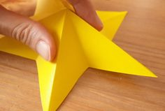 折り紙1枚でできる!立体星(3種類)&ガーランドの作り方 | 暮らしクリップ Silicone Molds, Origami, Origami Paper, Origami Art