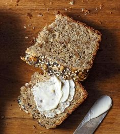 Whole Grain Sunflower Bread Try this bold bread recipe when you want something hearty and filling. Whole wheat flour, flax, and sunflower seeds offer great texture and add fiber and protein to your meal. Yeast Bread Recipes, Quick Bread Recipes, Bread Machine Recipes, Banana Bread Recipes, Cooking Recipes, Hearty Bread Recipe, Loaf Recipes, Easy Bread, Homemade Banana Bread