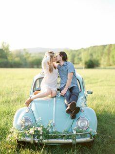 Summer picnic engagement with Love Bug car | Wedding Sparrow