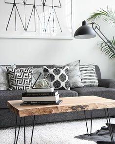 Os desenhos geométricos das almofadas e do quadro trazem modernidade para o espaço! . Quer reformar? Fale com a gente! . #architecture #geometrico #decor #interiores #conectarq