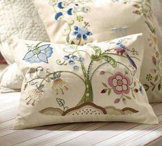Embroidery from FB site Románticas Bellezas.